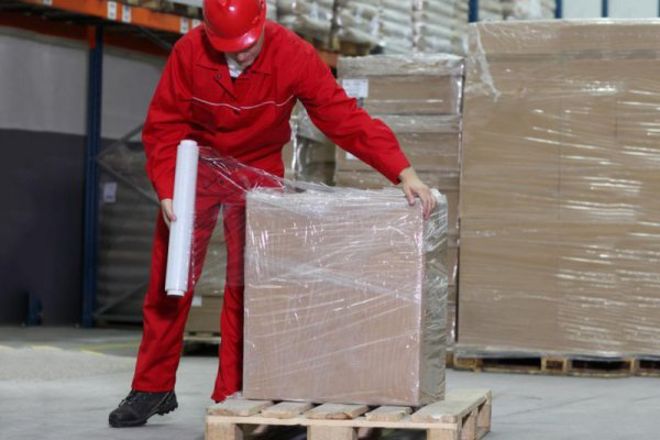 What is pallet PE shrink film and its advantages and disadvantages